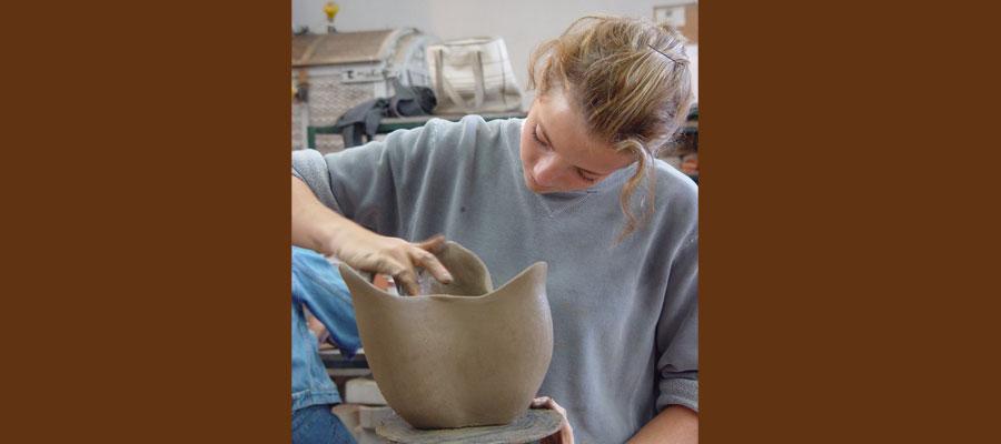 alumna-ceramica-clase